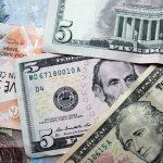 НБУ для поддержки гривны тратит миллионы долларов
