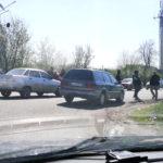 В Русской Лозовой требовали снять предсельсовета, перекрыв дорогу