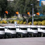 В Великобритании медикам выдали роботов, которые доставляют еду из магазина