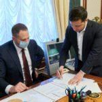 «Исторический момент для украинцев»: президент подписал закон о рынке земли