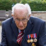 99-летний британец собрал 5 млн долларов для врачей, пока просто ходил вокруг дома