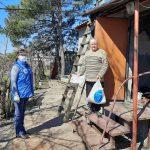 Волонтеры помогают с доставкой продуктов одиноким и людям с инвалидностью на Луганщине