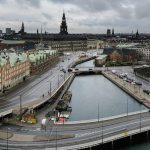 В Дании вновь открывают школы и центры помощи
