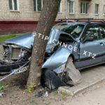 На проспекте Алешина мужчина догнал на автомобиле дерево и предлагал патрульным 1 тыс. гривен (фото)