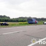 На окружной столкнулись грузовик и легковушка: пострадали пять человек (фото)