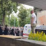 Протестующие против госпитализации пациентов с COVID-19 заблокировали «скорую помощь» (видео)