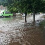В Краматорске прошел мощный ливень, затопивший улицы города