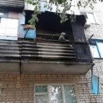 Из-за горящего балкона из пятиэтажки в Изюме эвакуировали четверых людей