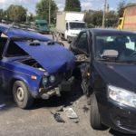 В тройном ДТП на Нетеченской набережной пострадал водитель легковушки (фото)