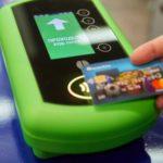 Проезд в харьковской подземке можно оплатить с помощью банковской карты или смартфона