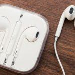 Apple сделала исключение для Франции, включив в комплектацию iPhone 12 наушники