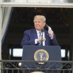 «Чувствую себя прекрасно»: Трамп впервые после заражения коронавирусом появился на публике