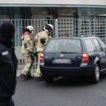 «Вы чертовы убийцы детей и стариков»: в ворота офиса Меркель врезался автомобиль