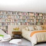 Британцы скупают книги оптом, чтобы использовать их как фон для видеозвонков