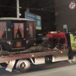 Курьез на дороге: в Киеве эвакуатор перевозил «королевскую» карету