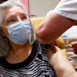 Франция одобрила применение вакцины AstraZeneca от COVID-19 для пациентов от 65 лет