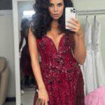 34-летняя Каменских неожиданно поправилась: в узком платье засветила мощные бедра и декольте